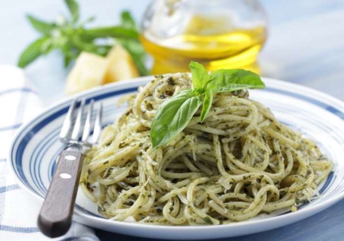 spaghetti-in-pesto-sauce.jpg